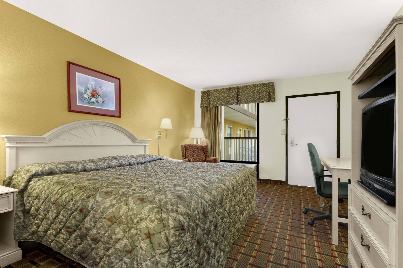 17823_guest_room_1